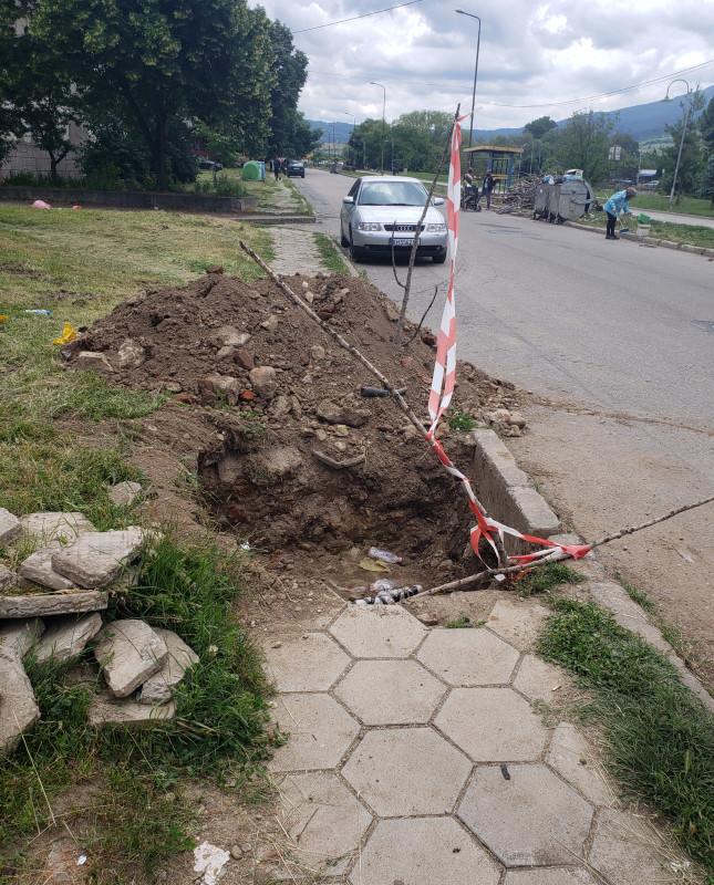 След ремонт на ЧЕЗ Кюстендил тротоарът в кв. Запад остава