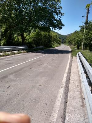 Дупки и липса на табели при ремонт на пътя в Искърското дефиле