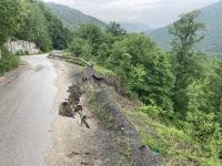 снимка 6 Опасен участък по пътя към село Желен