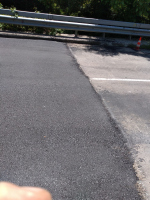 снимка 1 Дупки и липса на табели при ремонт на пътя в Искърското дефиле