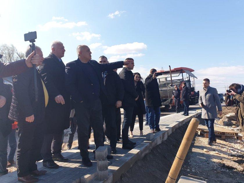 борисов готови кръговото кръстовище асеновград