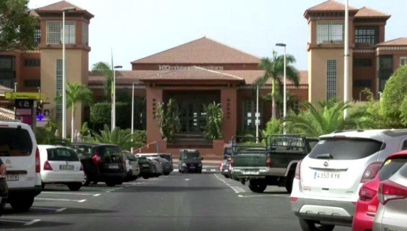 мвнр потвърди тричленно българско семейство карантина хотела тенерифе