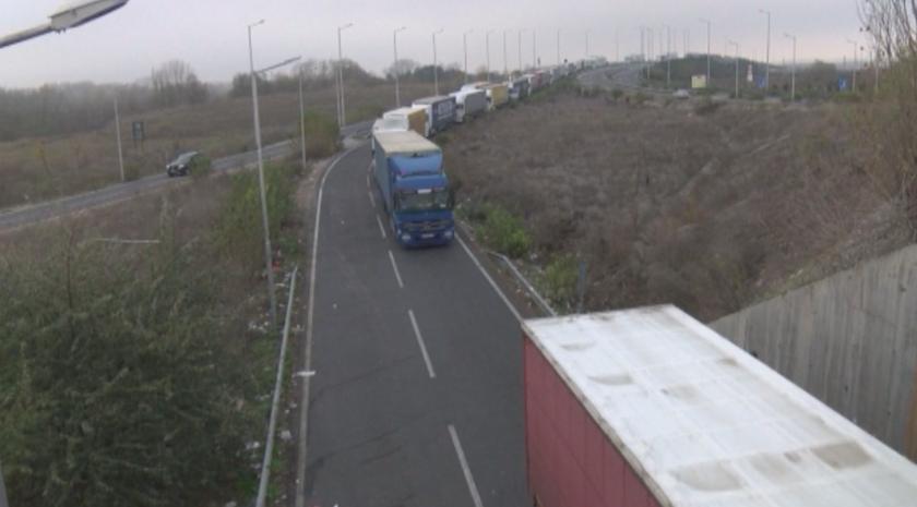 Броени часове до въвеждането на толсистемата: Какви са настроенията в транспортния бранш