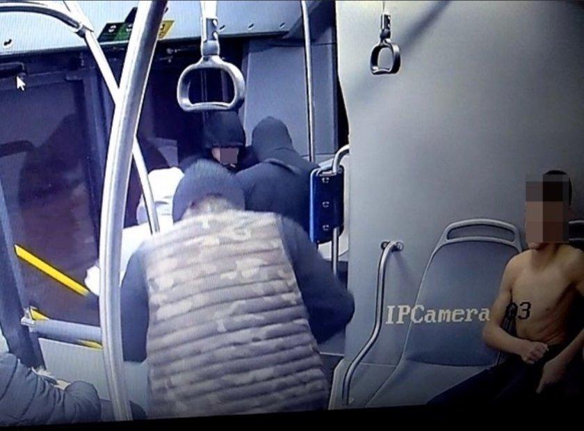 мвр разпространи снимки побойниците нападнаха момче автобус