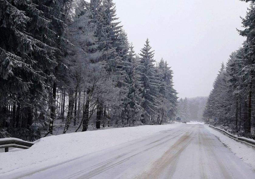 340 машини обработват пътните настилки районите снеговалеж