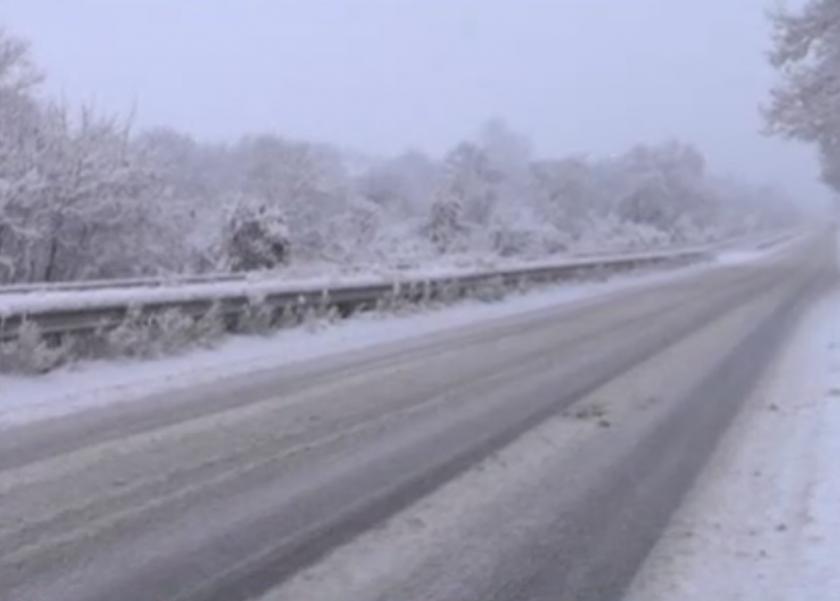 Служители на МВР-Враца оказаха съдействие на закъсали в преспи леки автомобили