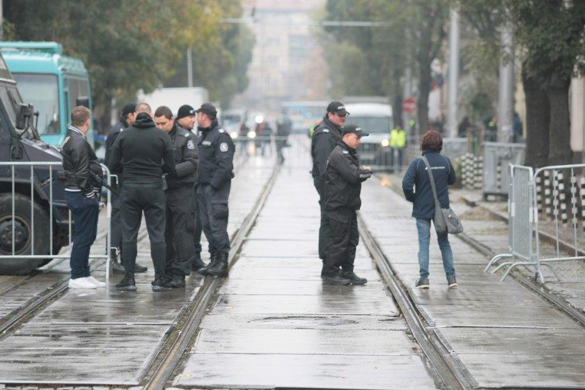 положителни проби covid изследваните момента полицаи