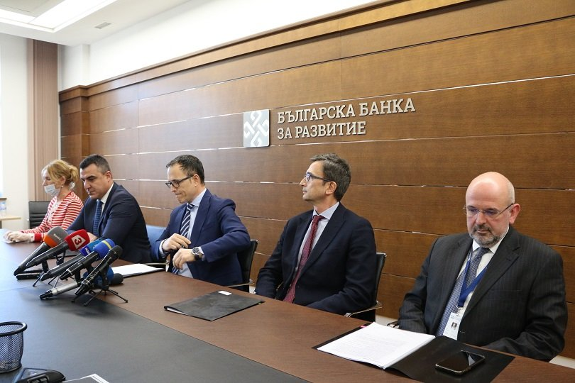 премиерът разпоредил ръководството българска банка развитие освободено