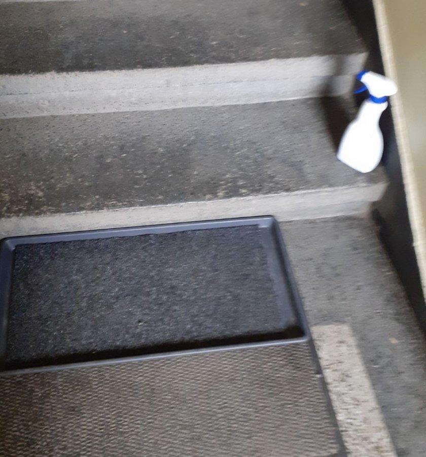 домоуправители русе дезинфекцират входовете