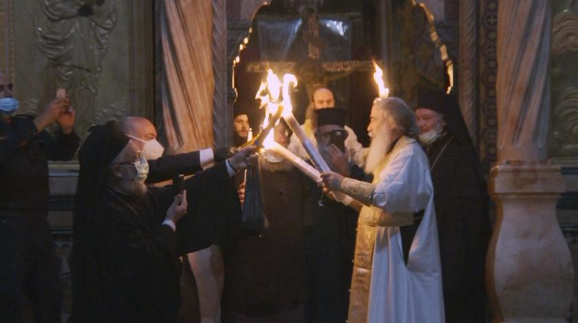 Благодатният огън слезе в църквата на Божи гроб в Ерусалим (ВИДЕО)