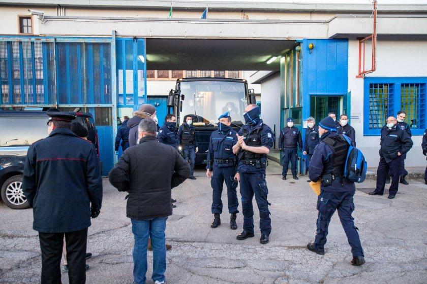 пуснаха италиански мафиоти затвора заради коронавируса