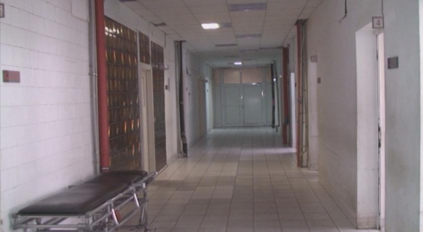 Мъж с COVID-19 избяга от болницата във Враца, намериха го на бензиностанция