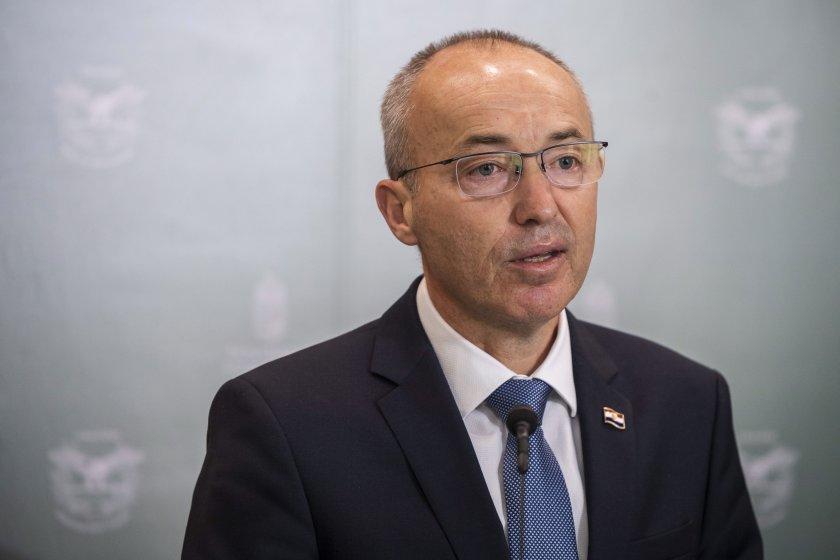 хърватският министър отбраната подаде оставка