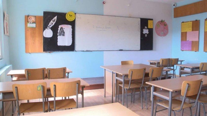 удължаване учебната година раздават дипломите индвидуално