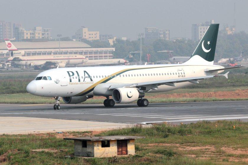 пътнически самолет около 100 души борда разби пакистан