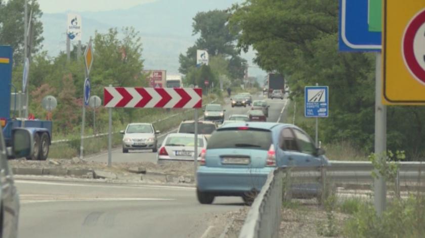 Засилва се трафикът по главен път Е-79 и магистрала Струма