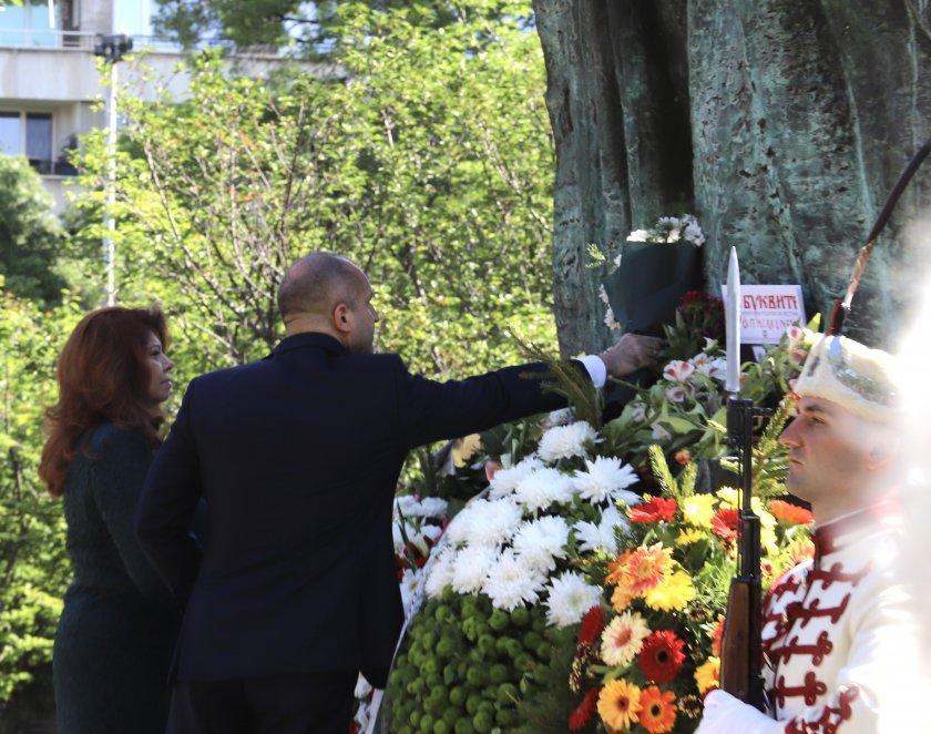 без тържества шествия ndash президентът поклони солунските братя