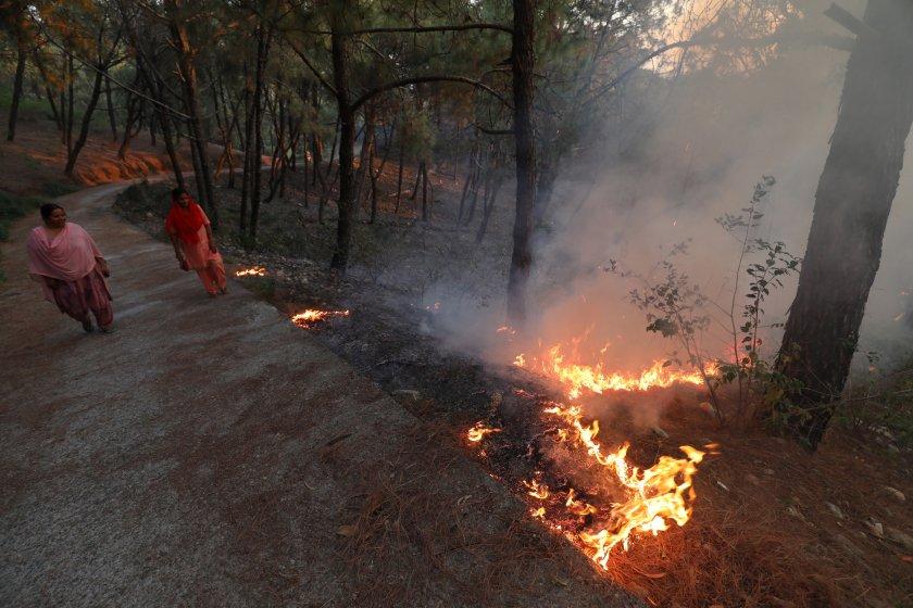 хиляди останаха без подслон голям пожар делхи