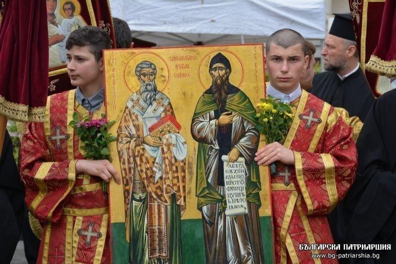 патриарх неофит отслужи молебен повод