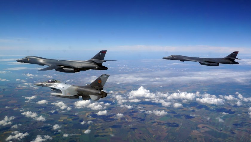 стратегически бомбардировачи сащ прелетяха европа