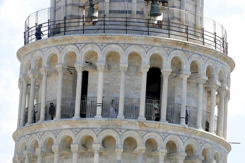 наклонената кула пиза отново приема посетители