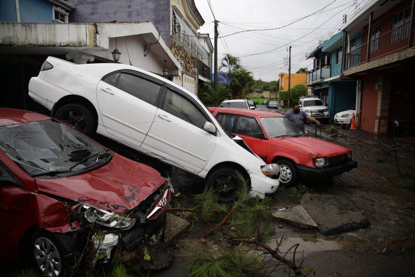 тропическатка буря аманда удари салвадор стихията отне живота
