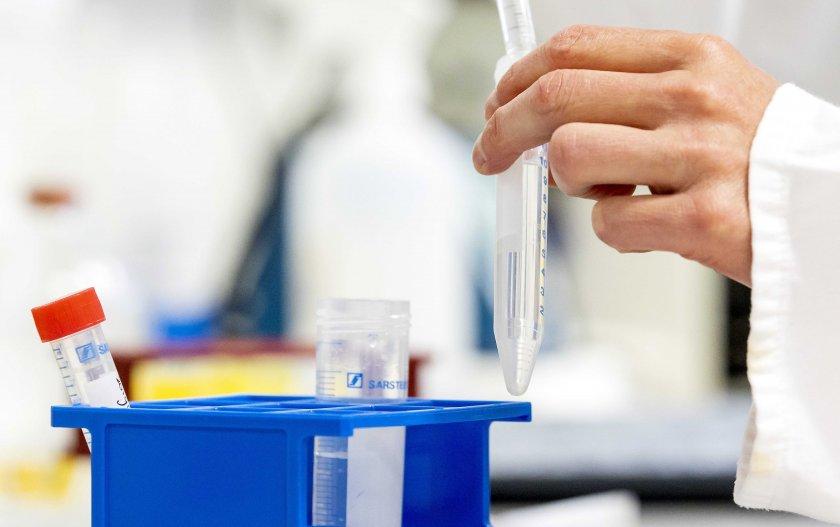 учени ефективността ваксина covid поне