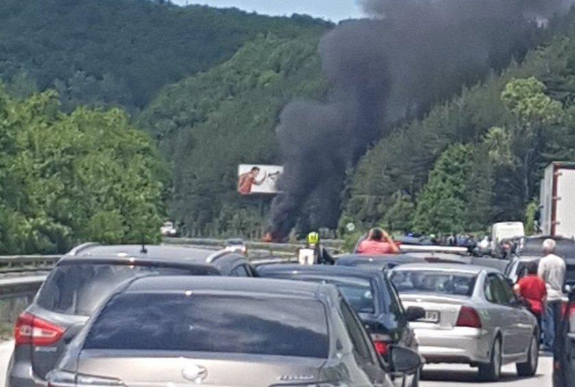 """Кола се е запалила на АМ """"Тракия"""""""