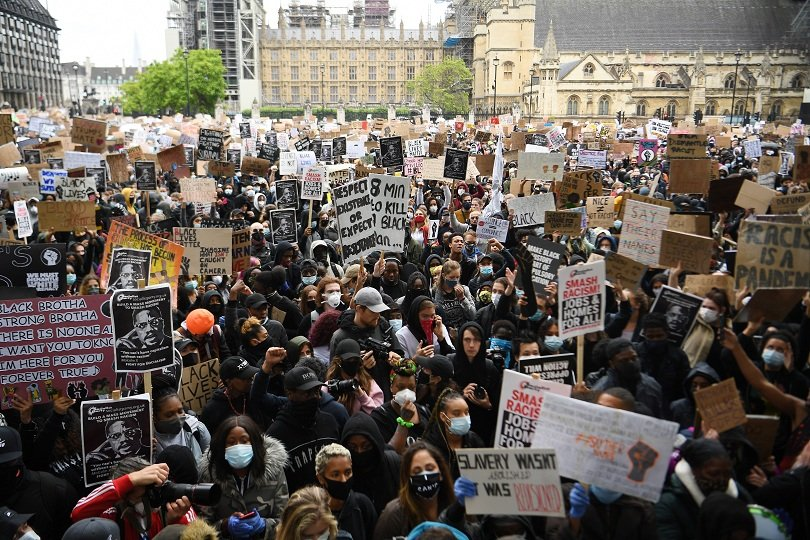 хиляди събират лондон протест расизма