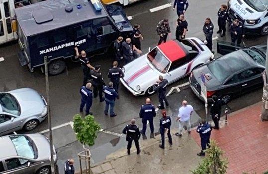 гонка полицията спряха обявен издирване луксозен автомобил софия