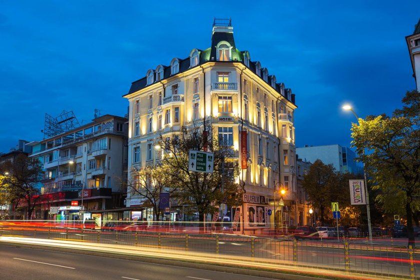 спад приходите отчитат хотелите варна април