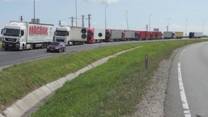 """Засиленият трафик е причина за колоните от камиони на """"Дунав мост 2"""""""