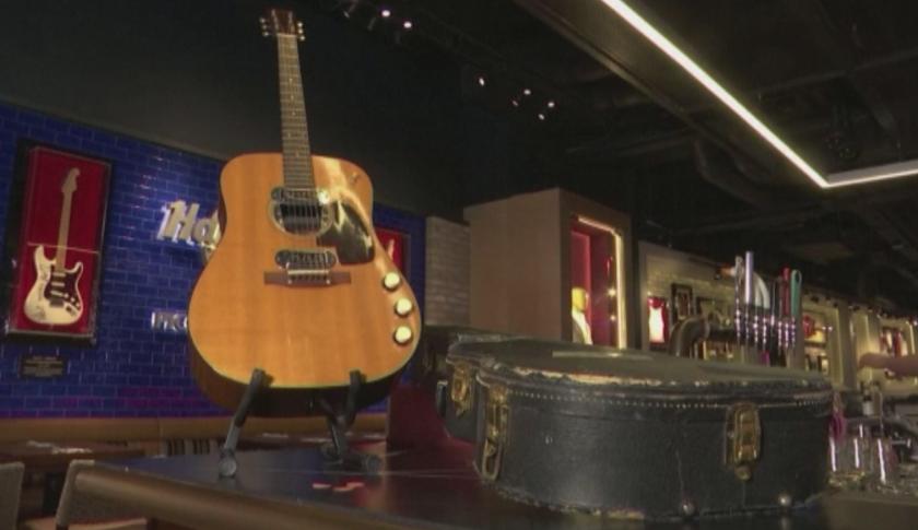 Продадоха китарата на Кърт Кобейн за рекордните 6 млн. долара