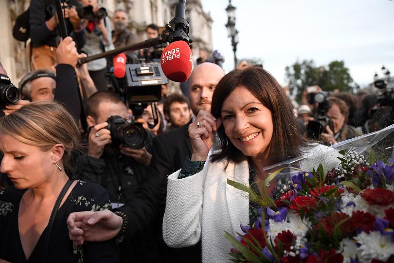 кметът париж идалго спечели нов мандат
