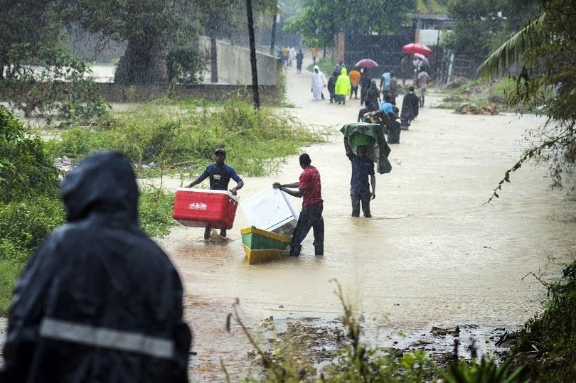 загинали повече милион засегнати наводненията индия