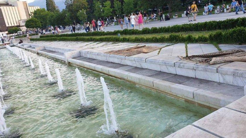 софиянци изпраха килимите фонтаните ндк