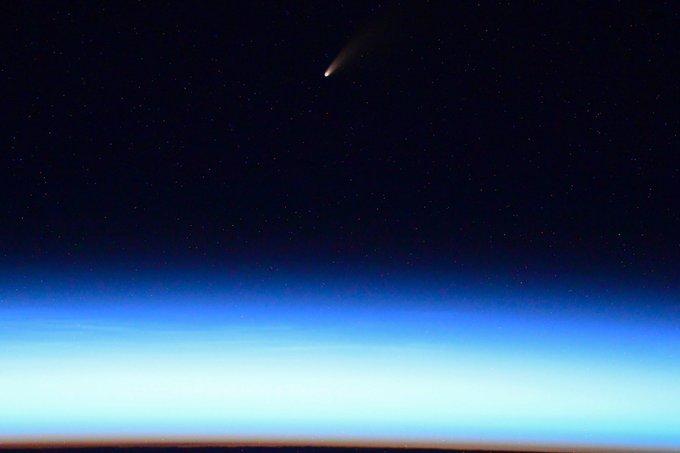Ярка комета бе заснета от руски космонавт на МКС
