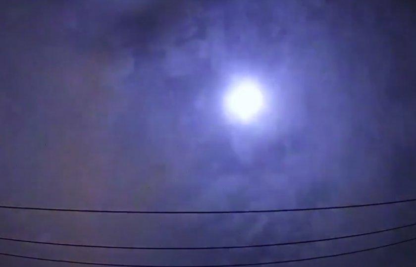 Зрелищен полет на метеор над Япония. Звукът – смразяващ (ВИДЕО)