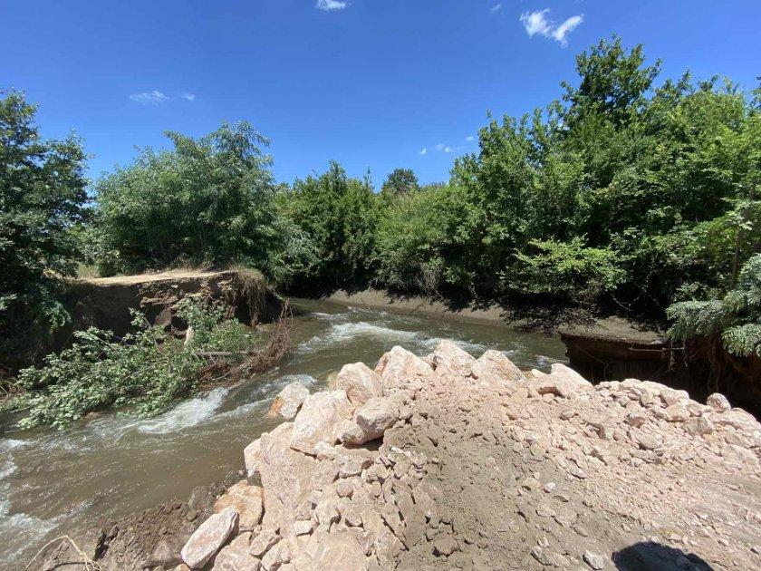 Обявиха частично бедствено положение заради скъсаната дига в Община Пазарджик