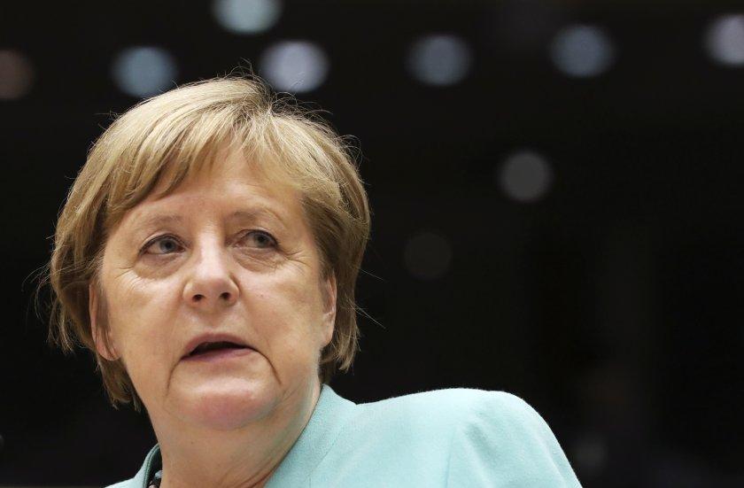 служител пресслужбата меркел заподозрян шпионаж