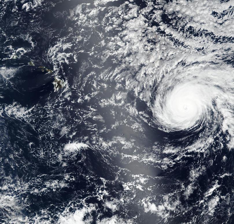 ураганът дъглас настъпва хаваите
