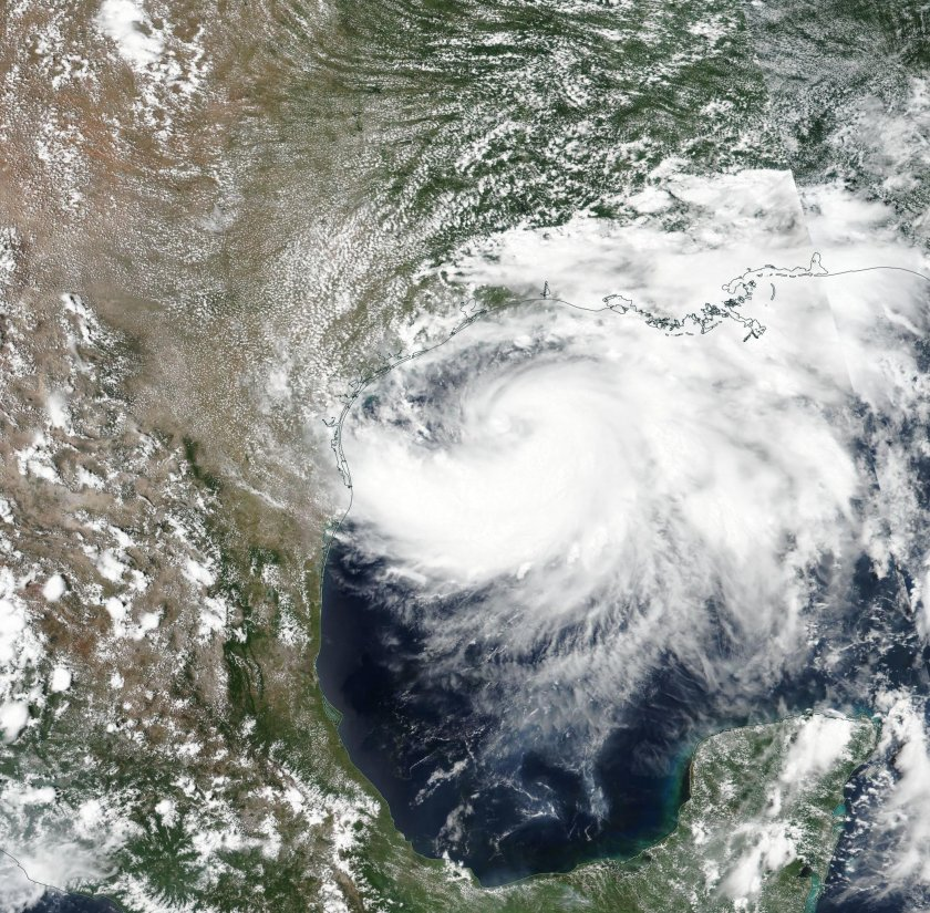 Ураганът Хана в Тексас отслабва, Дъглас набира скорост на Хаваите