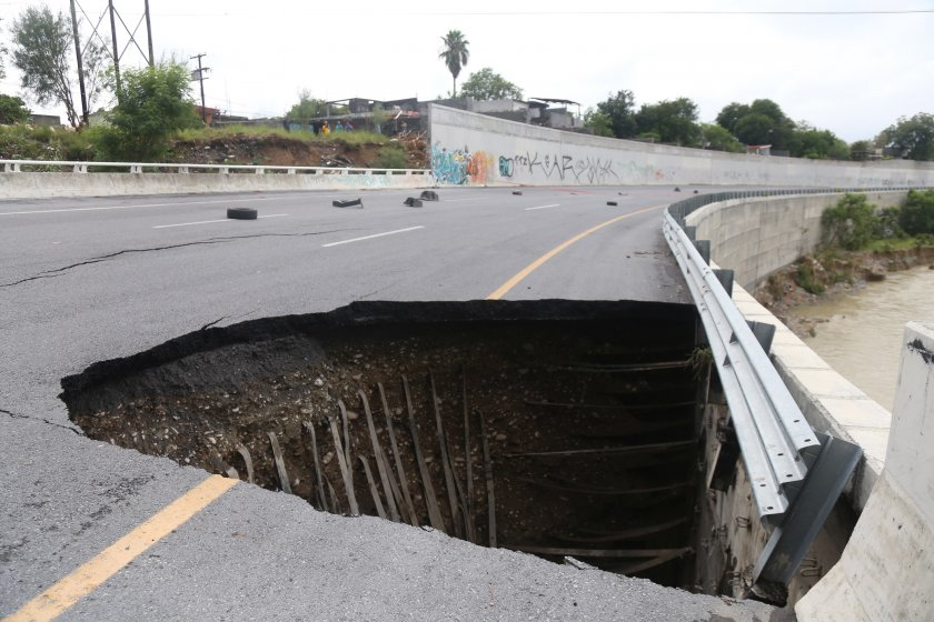 наводнения боклуци разрушени пътища урагана хана мексико снимки