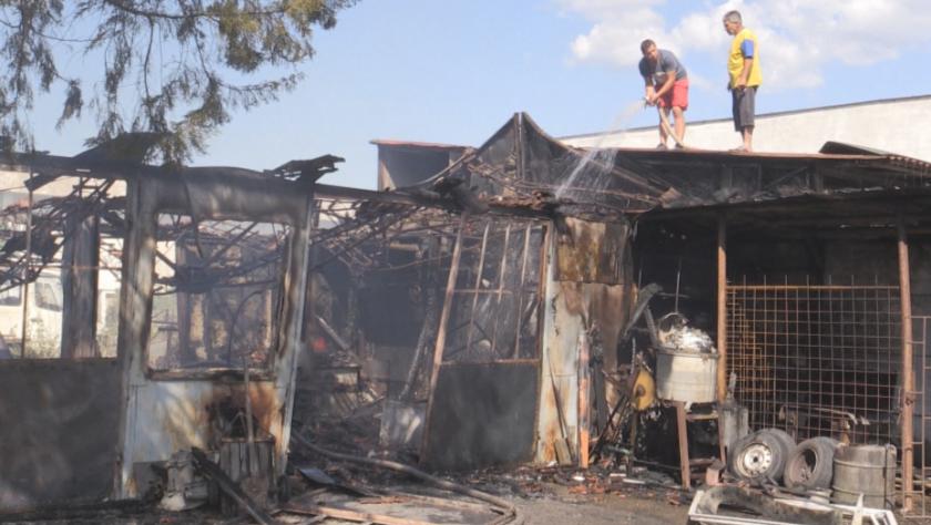 бутилки водород взривиха пожар двора къща кюстендил