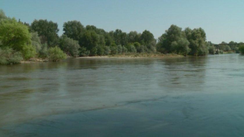 Все още няма вода в пет населени места в Хасковско след замърсяването на Марица