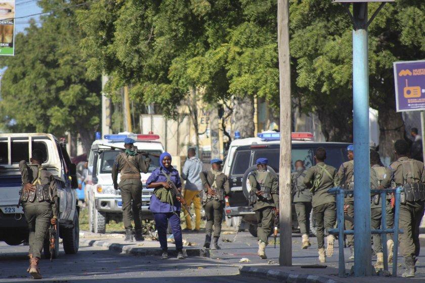 терористична атака сомалия жертвите пет