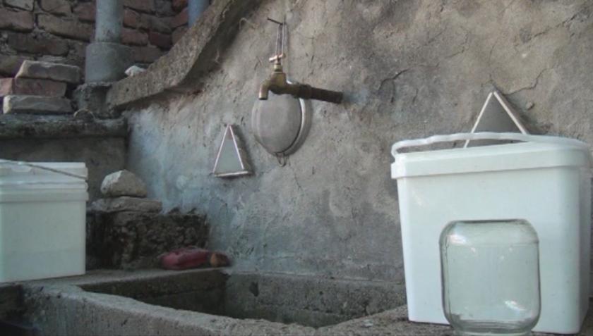Жители на Сущшица вече месец нямат нормално водоснабдяване