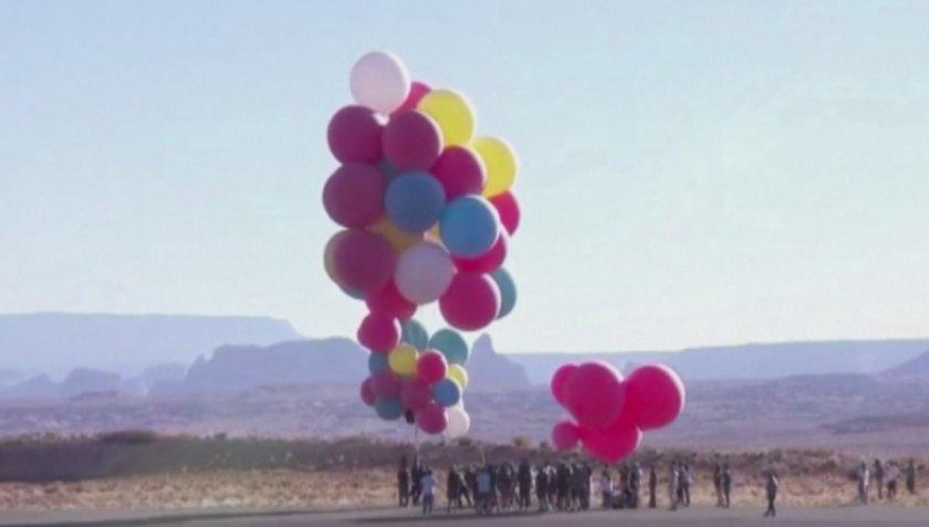 Полет с цветни балони над пустинята Аризона