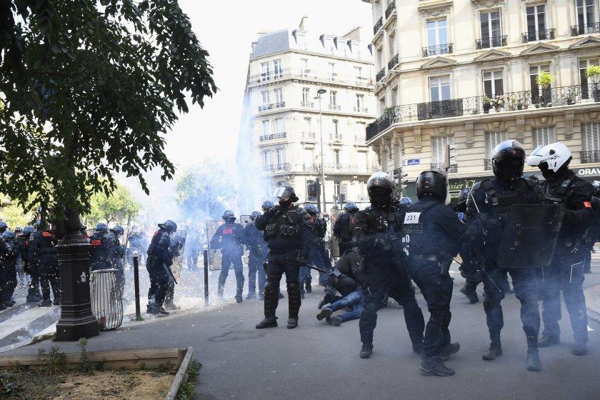 сълзотворен газ арести протестите париж