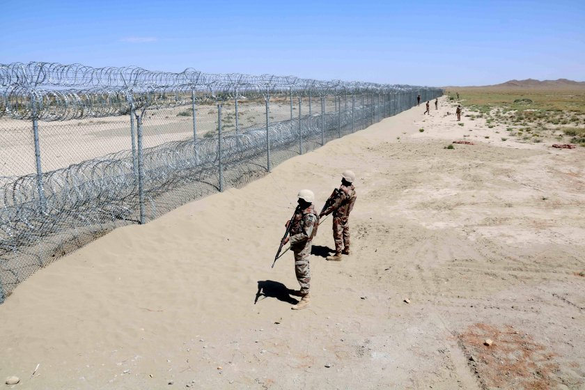 Цивилни загинаха при въздушни удари срещу талибаните в Афганистан